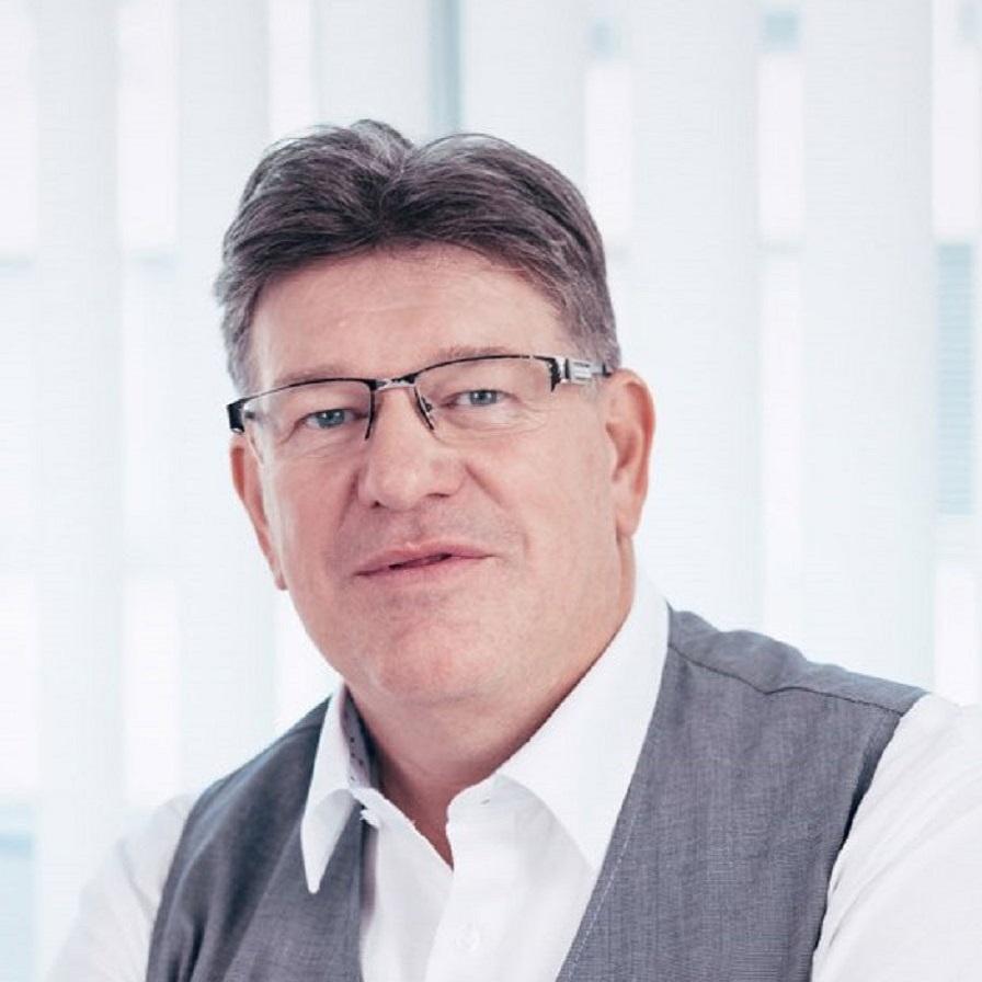 Portrait von Frank Dicker, Geschäftsführer von SERVUS