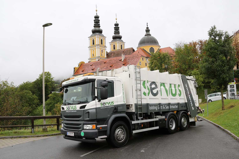 SERVUS LKW steht vor der Basilika Graz-Mariatrost.