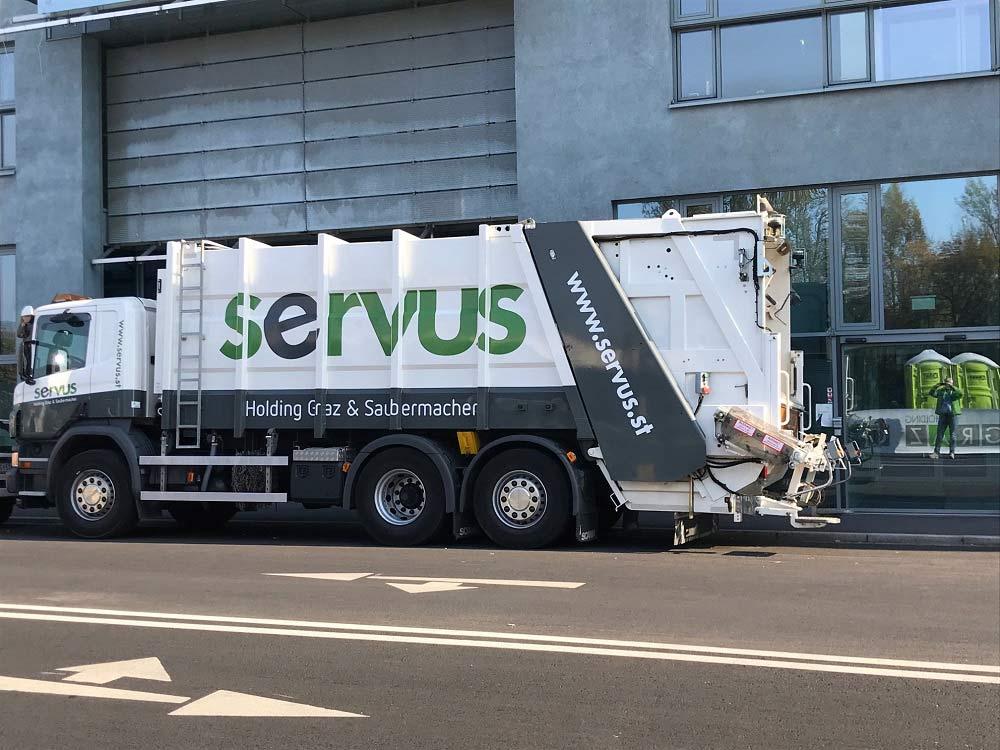 Neuer Servus LKW